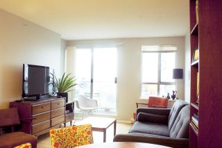 """Photo 4: 1108 3455 ASCOT Place in Vancouver: Collingwood VE Condo for sale in """"QUEEN'S COURT"""" (Vancouver East)  : MLS®# R2242804"""