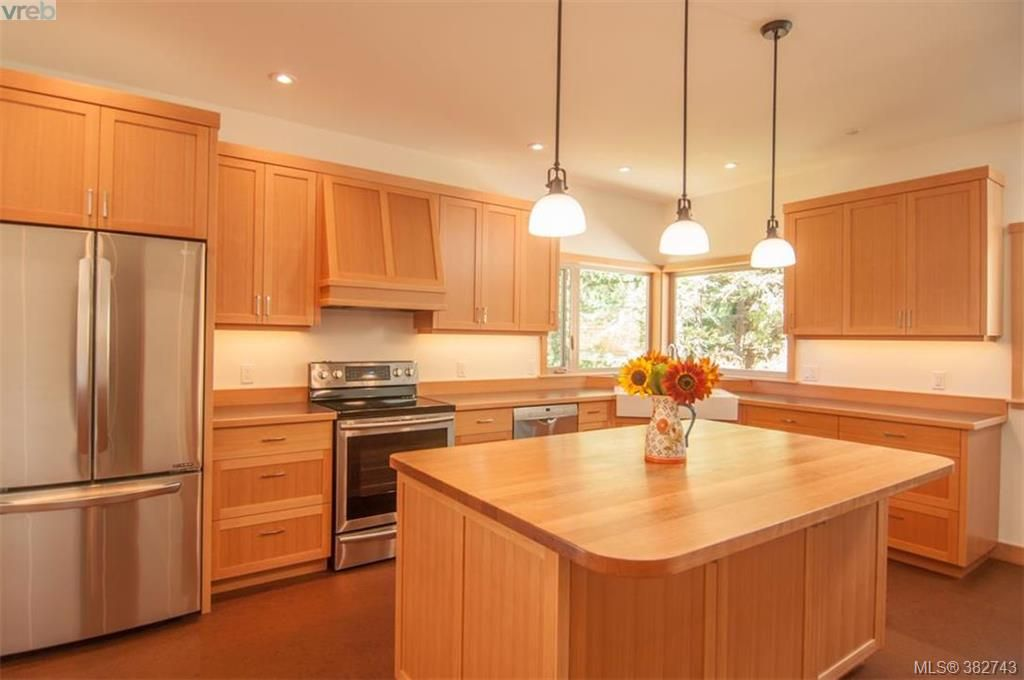 Main Photo: 130 Highwood Pl in SALT SPRING ISLAND: GI Salt Spring House for sale (Gulf Islands)  : MLS®# 769071