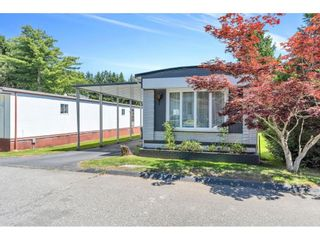 """Photo 3: 328 1840 160 Street in Surrey: King George Corridor Manufactured Home for sale in """"BREAKAWAY BAYS"""" (South Surrey White Rock)  : MLS®# R2593768"""