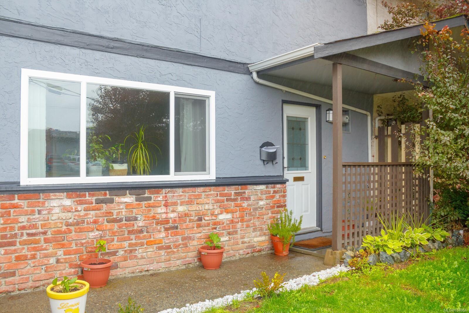 Main Photo: 728 Danbrook Ave in : La Langford Proper Half Duplex for sale (Langford)  : MLS®# 858966