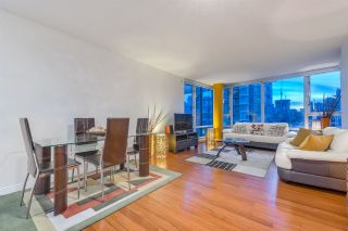 """Photo 4: 1908 1033 MARINASIDE Crescent in Vancouver: Yaletown Condo for sale in """"QUAYWEST"""" (Vancouver West)  : MLS®# R2467788"""