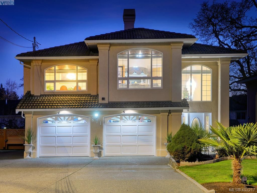 Main Photo: 871 Beckwith Ave in VICTORIA: SE Lake Hill House for sale (Saanich East)  : MLS®# 802692