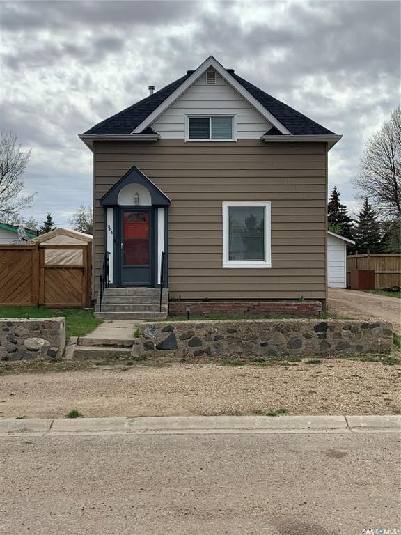 Main Photo: 305 4th Avenue West in Watrous: Residential for sale : MLS®# SK859130