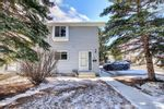 Main Photo: 32 4810 40 Avenue SW in Calgary: Glamorgan Row/Townhouse for sale : MLS®# A1076490