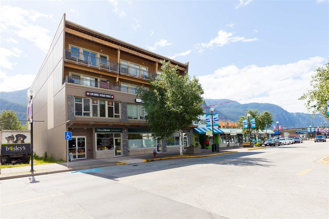 "Main Photo: 404 38142 CLEVELAND Avenue in Squamish: Downtown SQ Condo for sale in ""Cleveland Courtyard"" : MLS®# R2285738"