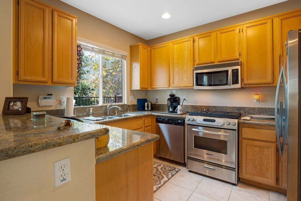 Photo 9: Photos: NATIONAL CITY House for sale : 3 bedrooms : 4102 Verde View