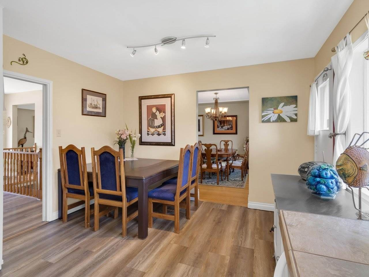 Photo 5: Photos: 943 GATENSBURY Street in Coquitlam: Harbour Chines House for sale : MLS®# R2499202