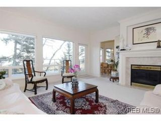 Photo 2: 8 942 Boulderwood Rise in VICTORIA: SE Broadmead Row/Townhouse for sale (Saanich East)  : MLS®# 527520