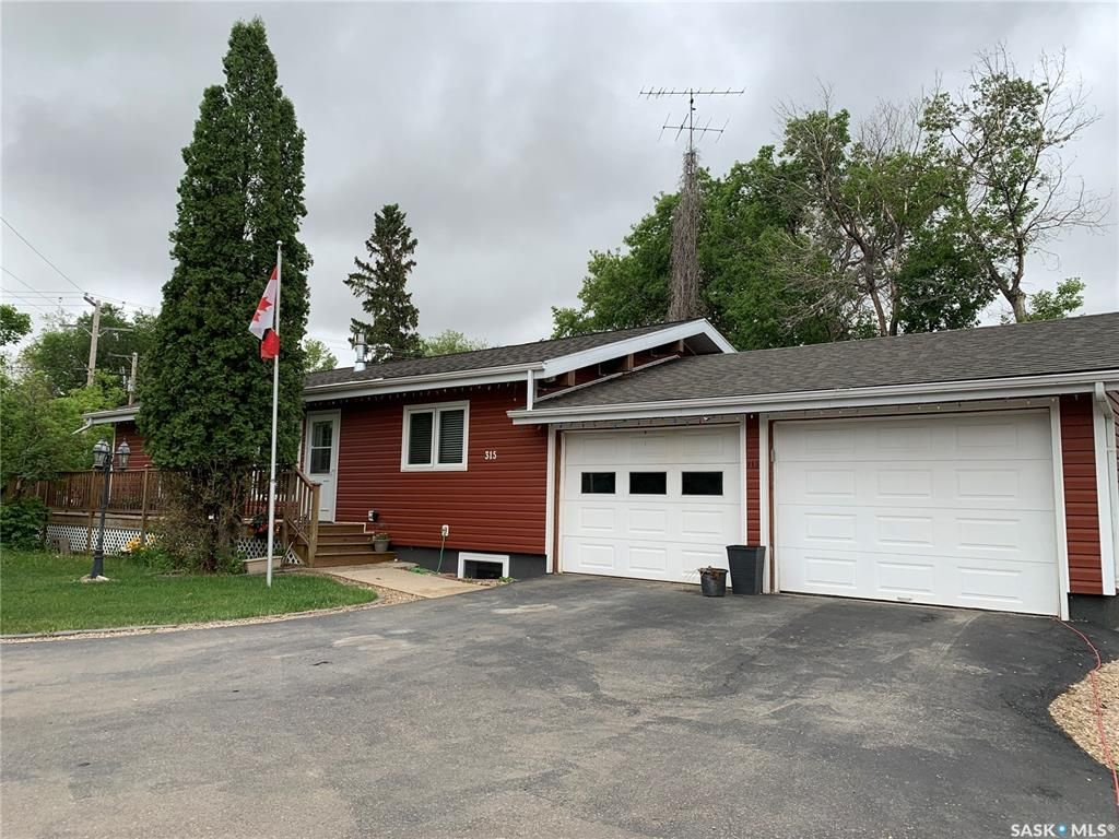 Main Photo: 315 6th Avenue East in Watrous: Residential for sale : MLS®# SK859071