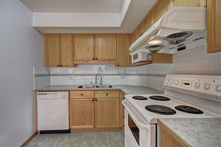 Photo 6: 6807 Pinecliff Grove NE in Calgary: Pineridge Row/Townhouse for sale : MLS®# A1121395