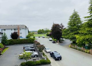"""Photo 8: 203 5375 205 Street in Langley: Langley City Condo for sale in """"GLENMONT PARK"""" : MLS®# R2455636"""