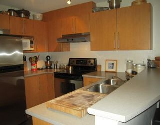 """Photo 2: 264 1100 E 29TH Street in North_Vancouver: Lynn Valley Condo for sale in """"HIGHGATE"""" (North Vancouver)  : MLS®# V766015"""