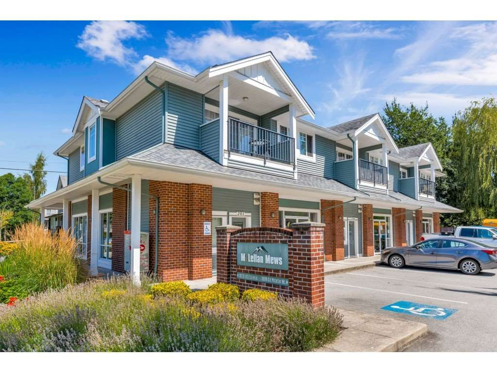 """Main Photo: 201 16718 60 Avenue in Surrey: Cloverdale BC Condo for sale in """"MCLELLAN MEWS"""" (Cloverdale)  : MLS®# R2486554"""