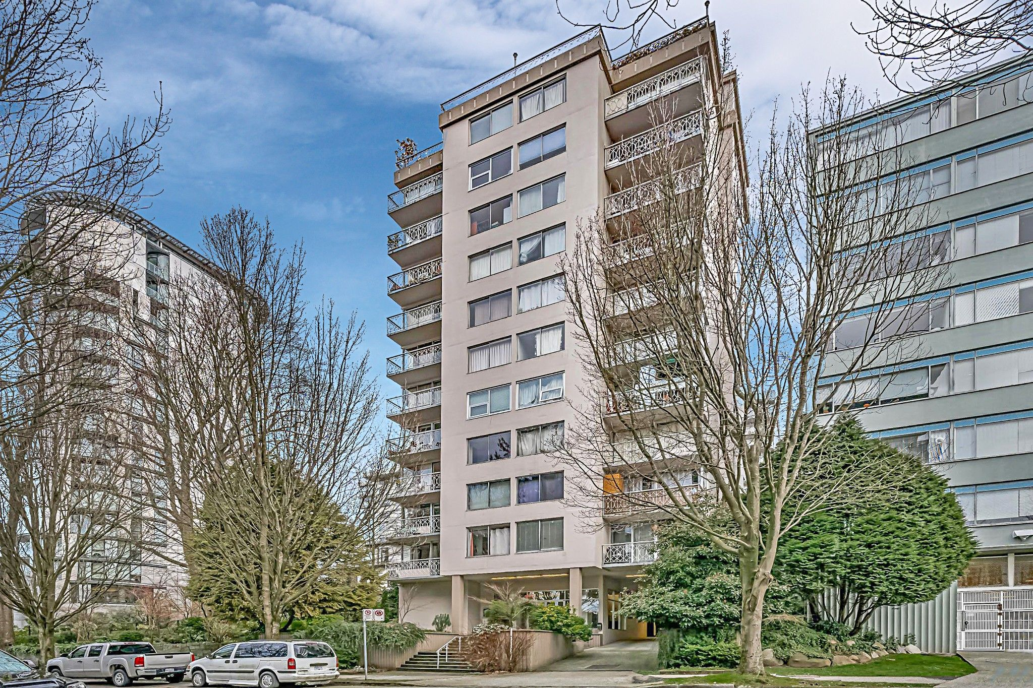 "Main Photo: 403 1219 HARWOOD Street in Vancouver: West End VW Condo for sale in ""The Chelsea"" (Vancouver West)  : MLS®# R2438842"