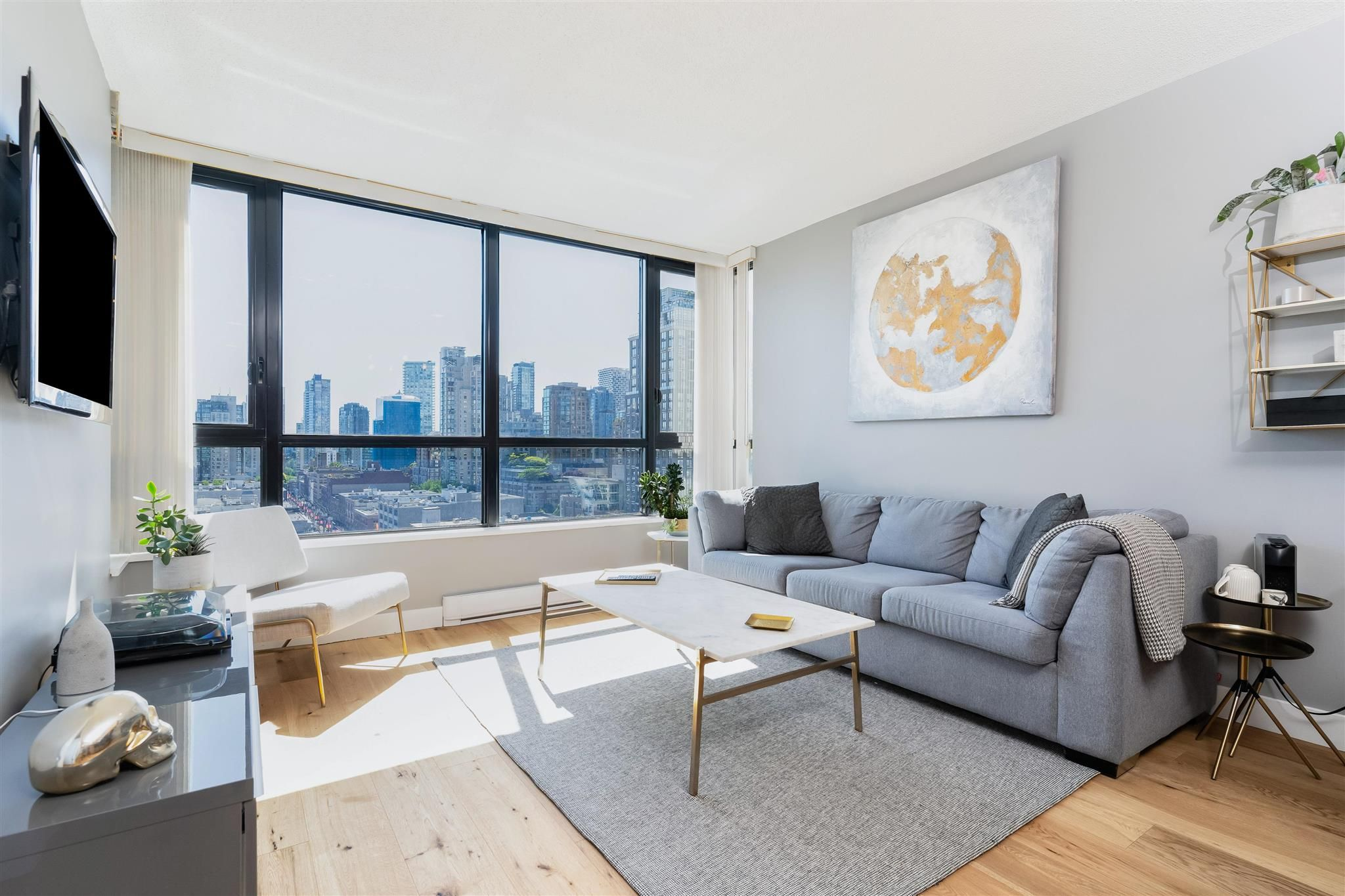 """Main Photo: 1409 977 MAINLAND Street in Vancouver: Yaletown Condo for sale in """"YALETOWN PARK 3"""" (Vancouver West)  : MLS®# R2595061"""