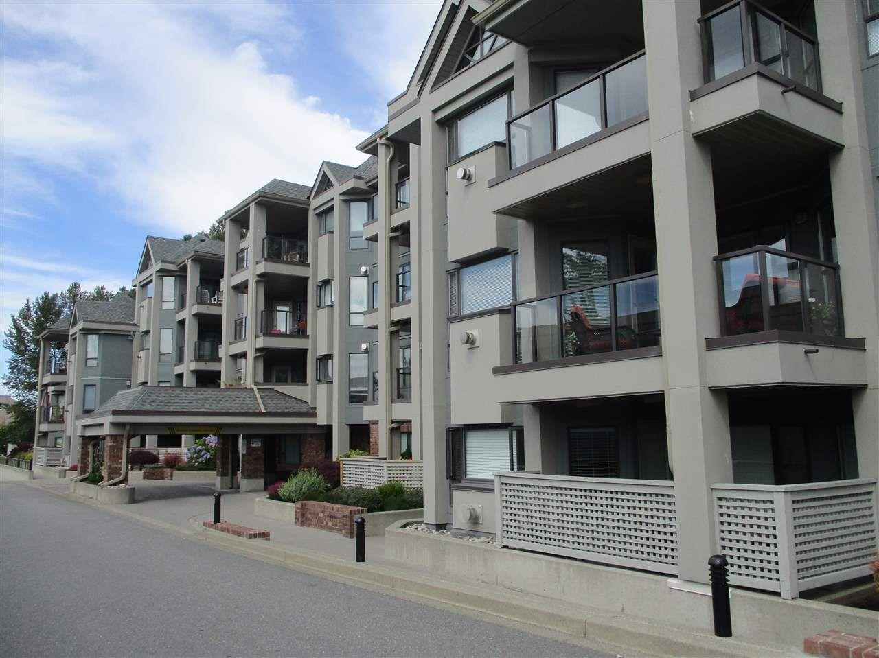 Photo 2: Photos: 106 15241 18 AVENUE in Surrey: King George Corridor Condo for sale (South Surrey White Rock)  : MLS®# R2190046
