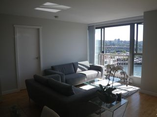 """Photo 4: 1303 1000 BEACH Avenue in Vancouver: Yaletown Condo for sale in """"1000 BEACH"""" (Vancouver West)  : MLS®# R2593208"""