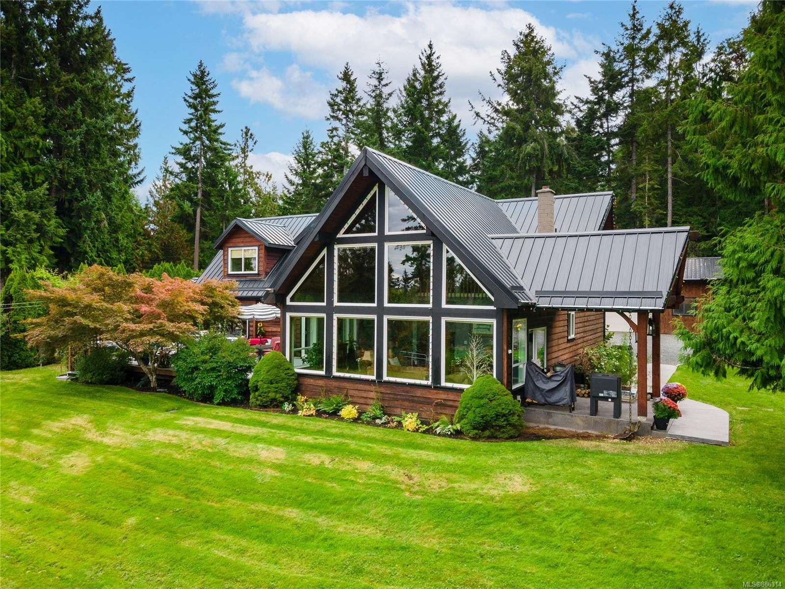 Main Photo: 521 Fourneau Way in : PQ Parksville House for sale (Parksville/Qualicum)  : MLS®# 886314