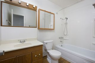 Photo 12: CLAIREMONT House for sale : 4 bedrooms : 7434 Ashford Pl in San Diego