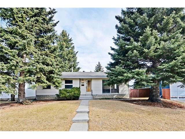 Main Photo: 6628 LETHBRIDGE Crescent SW in Calgary: Lakeview House for sale : MLS®# C4055225
