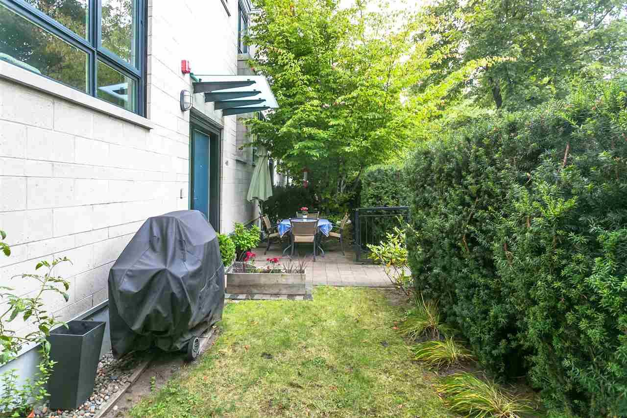 """Photo 21: Photos: 401 E 16TH Avenue in Vancouver: Mount Pleasant VE Condo for sale in """"Sixteen East"""" (Vancouver East)  : MLS®# R2494870"""