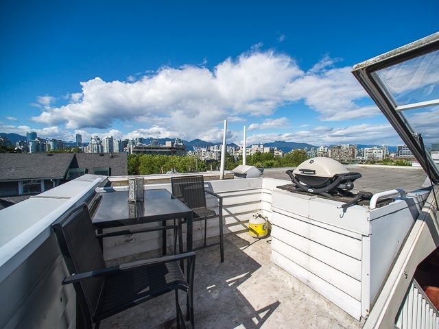 Main Photo: 209 685 W 7 AVENUE in Vancouver: Fairview VW Townhouse for sale (Vancouver West)  : MLS®# R2161336