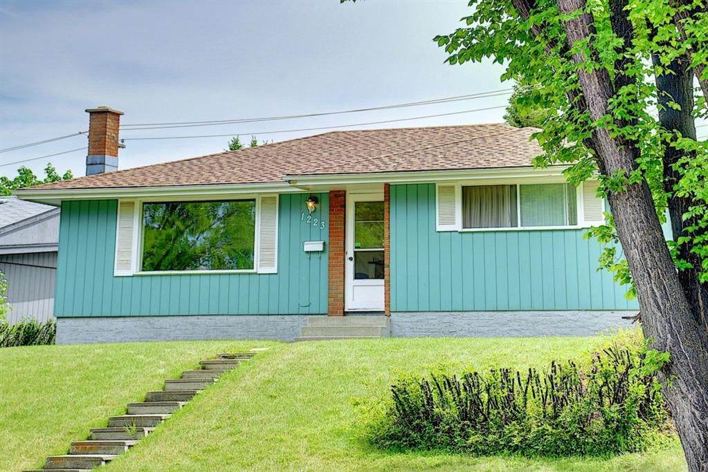 Main Photo: 1223 48 Avenue NW in Calgary: North Haven Detached for sale : MLS®# A1121377