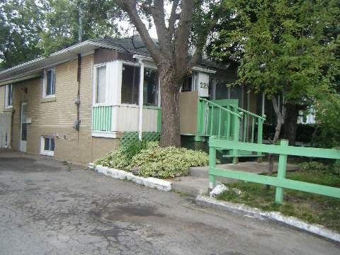 Main Photo:  in Richmond Hill: Crosby House (Bungalow) for sale : MLS®# N2998366