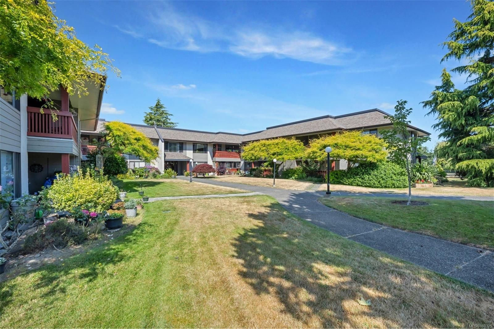Main Photo: 215 10110 Fifth St in : Si Sidney North-East Condo for sale (Sidney)  : MLS®# 880325