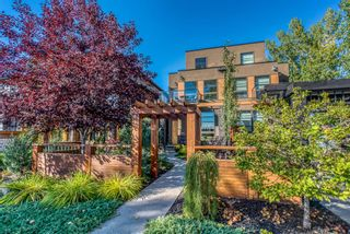 Photo 2: 1814 Westmount Boulevard NW in Calgary: Hillhurst Semi Detached for sale : MLS®# A1146295