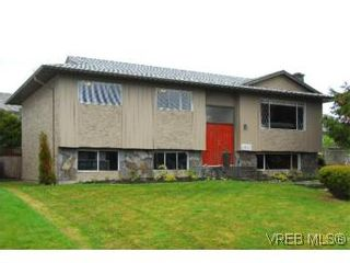 Photo 2: 4042 Hessington Place in VICTORIA: SE Arbutus House for sale (Saanich East)  : MLS®# 532222