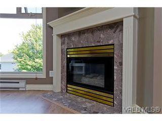 Photo 2: 307 2527 Quadra Street in VICTORIA: Vi Hillside Condo Apartment for sale (Victoria)  : MLS®# 298053