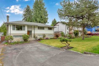 """Photo 3: 10476 155 Street in Surrey: Guildford House for sale in """"EAST GUILDFORD"""" (North Surrey)  : MLS®# R2573518"""