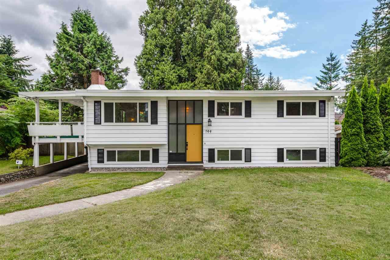 "Main Photo: 744 COTTONWOOD Avenue in Coquitlam: Coquitlam West House for sale in ""BURQUITLAM"" : MLS®# R2203160"