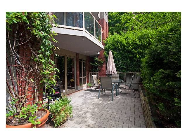 """Photo 2: Photos: 105 867 HAMILTON Street in Vancouver: Downtown VW Townhouse for sale in """"JARDINES LOOKOUT"""" (Vancouver West)  : MLS®# V832897"""