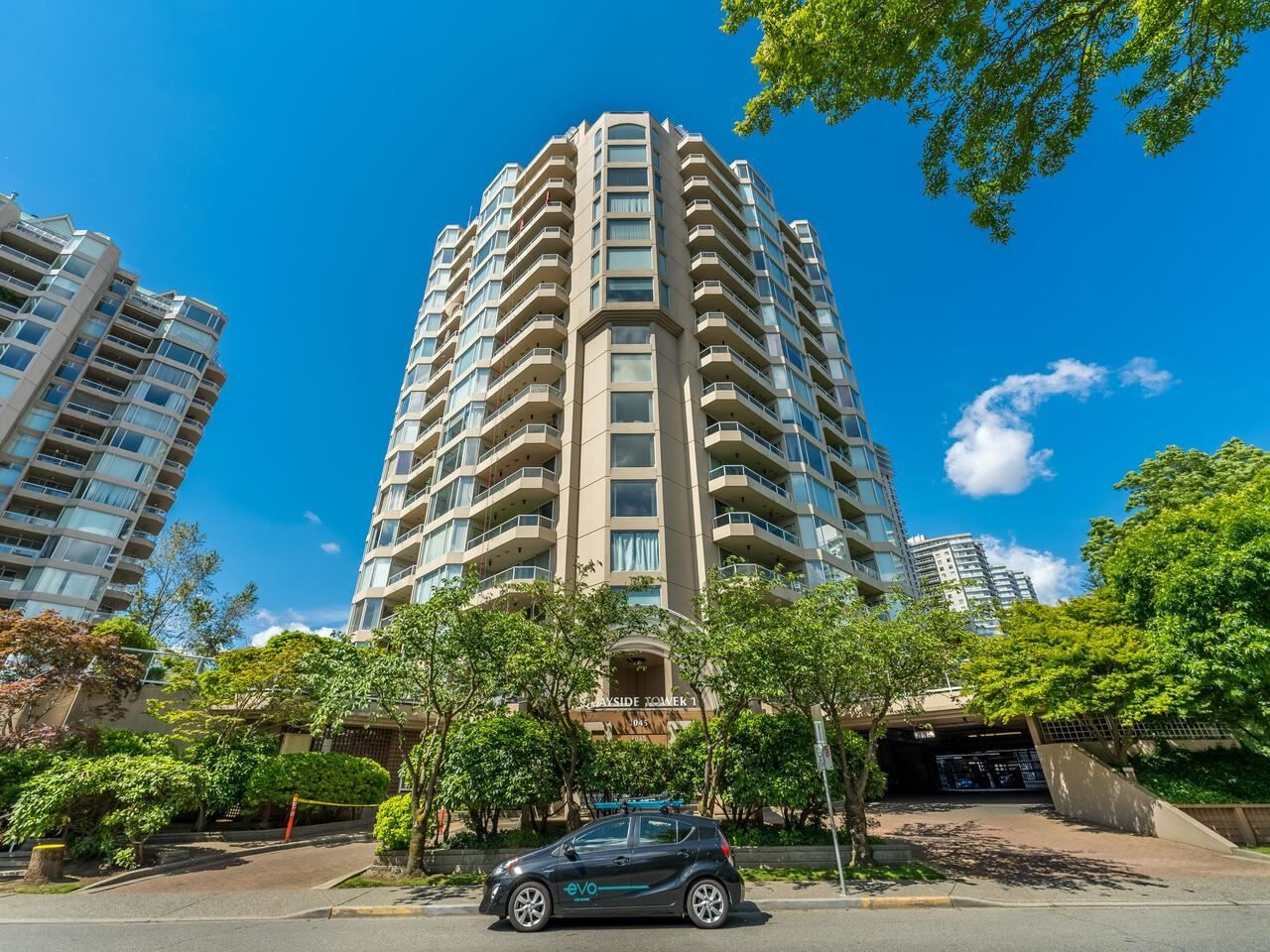 """Main Photo: 604 1045 QUAYSIDE Drive in New Westminster: Quay Condo for sale in """"Quayside Tower 1"""" : MLS®# R2582288"""