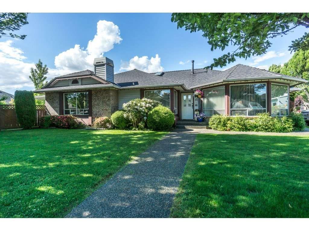 Main Photo: 9237 203B Street in Langley: Walnut Grove House for sale : MLS®# R2273639