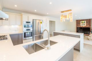 Photo 4: 2468 WESTHILL Court in West Vancouver: Westhill House for sale : MLS®# R2602038