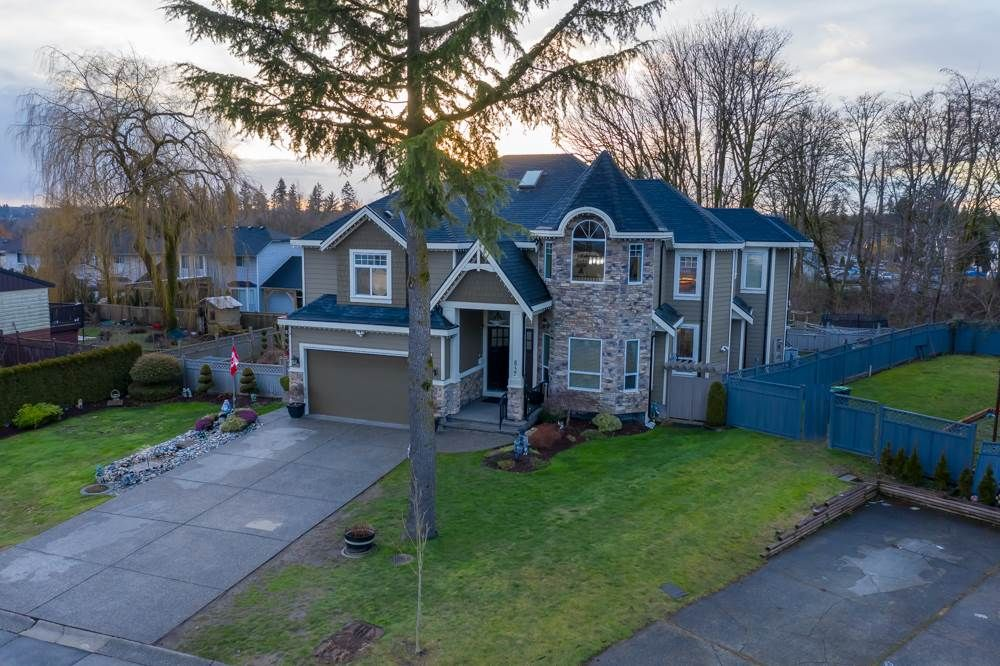Main Photo: 8727 MILTON DRIVE in Surrey: Bear Creek Green Timbers House for sale : MLS®# R2437163