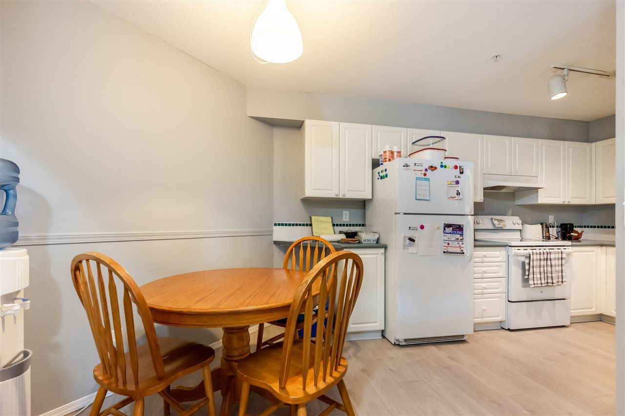 """Photo 8: Photos: 114 2750 FAIRLANE Street in Abbotsford: Central Abbotsford Condo for sale in """"The Fairlane"""" : MLS®# R2543289"""