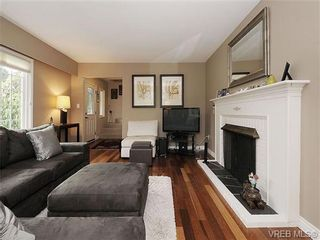 Photo 3: 2320 Hollyhill Pl in VICTORIA: SE Arbutus Half Duplex for sale (Saanich East)  : MLS®# 652006