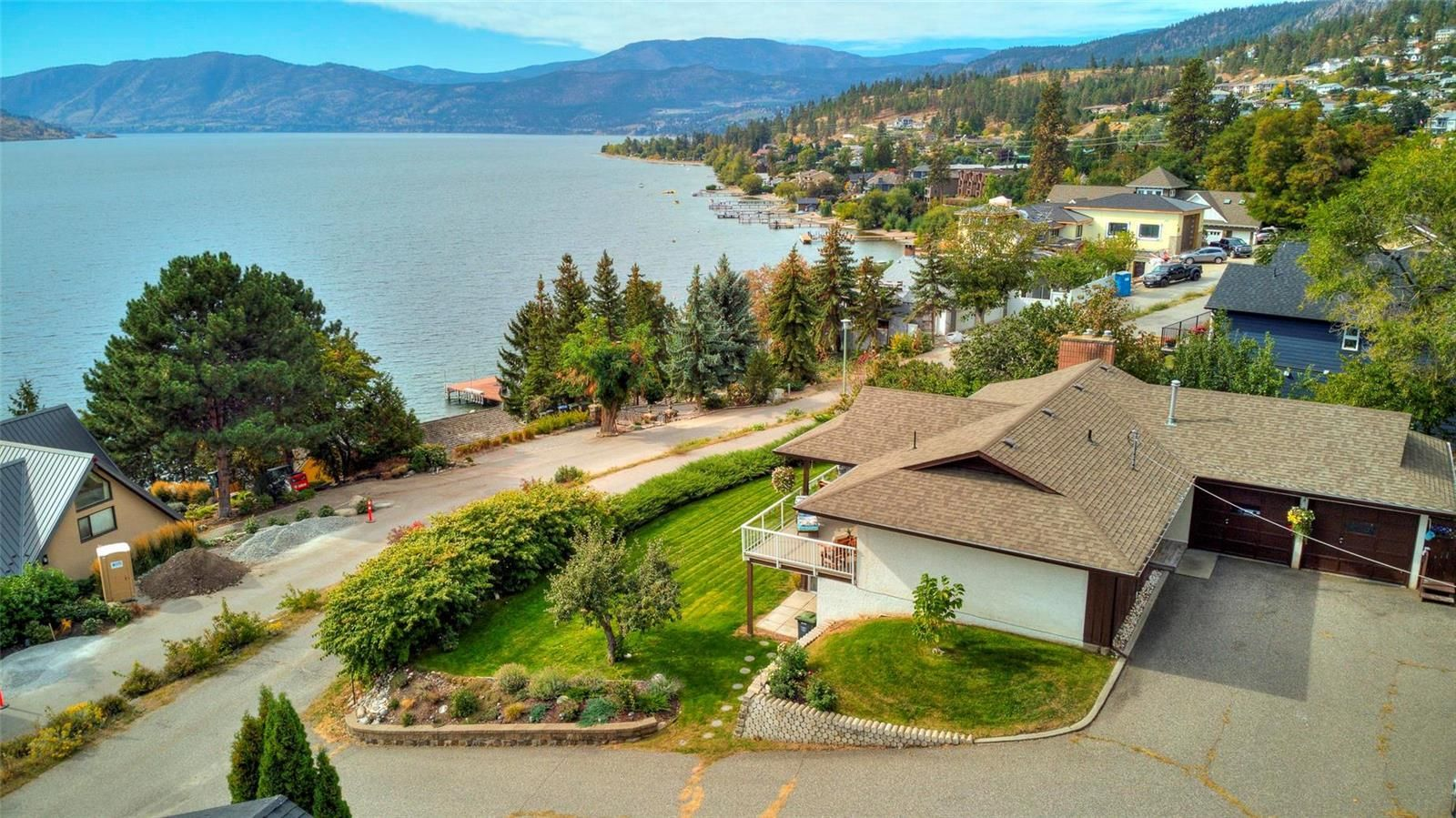 Main Photo: 5186 Robinson Place, in Peachland: House for sale : MLS®# 10240845