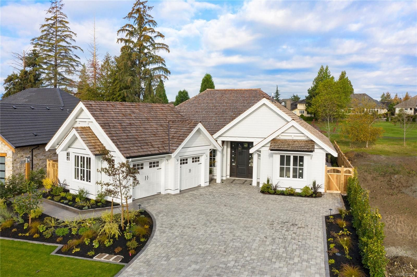 Main Photo: 2764 Sheffield Cres in : CV Crown Isle House for sale (Comox Valley)  : MLS®# 862522