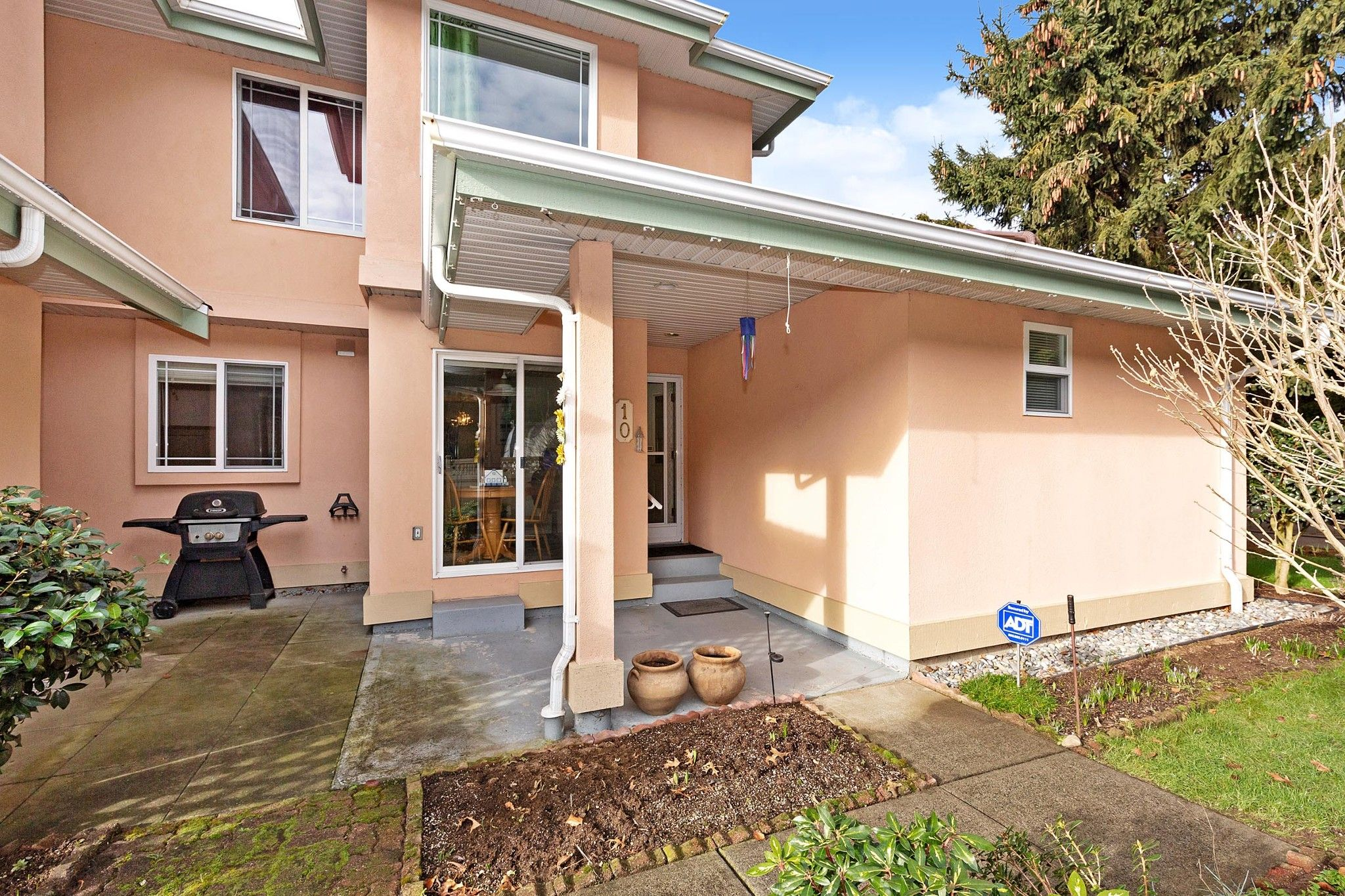 """Main Photo: 10 19044 118B Avenue in Pitt Meadows: Central Meadows Townhouse for sale in """"PIONEER MEADOWS"""" : MLS®# R2534343"""