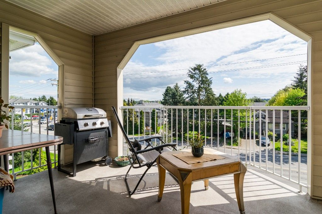 "Photo 9: Photos: 312 20894 57 Avenue in Langley: Langley City Condo for sale in ""BAYBERRY LANE"" : MLS®# R2163654"