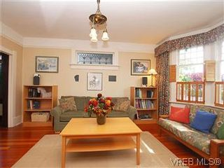 Photo 2: 1038 Chamberlain St in VICTORIA: Vi Fairfield East House for sale (Victoria)  : MLS®# 576813