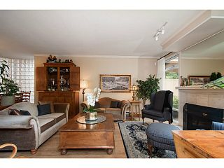 Photo 3: 356 TAYLOR WY in West Vancouver: Park Royal Condo for sale : MLS®# V1073240