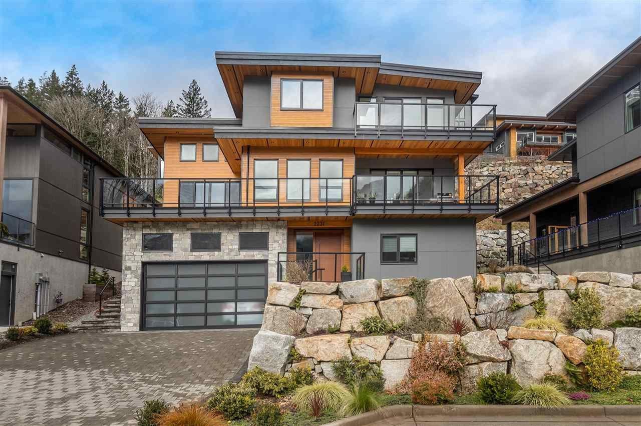 """Main Photo: 2237 WINDSAIL Place in Squamish: Plateau House for sale in """"Crumpit Woods"""" : MLS®# R2586492"""