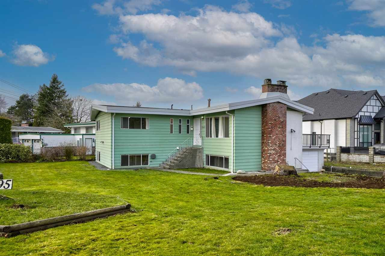 Main Photo: 33495 HUGGINS Avenue in Abbotsford: Abbotsford West House for sale : MLS®# R2528118
