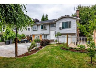 Photo 2: 27423 32 Avenue in Langley: Aldergrove Langley House for sale : MLS®# R2603368